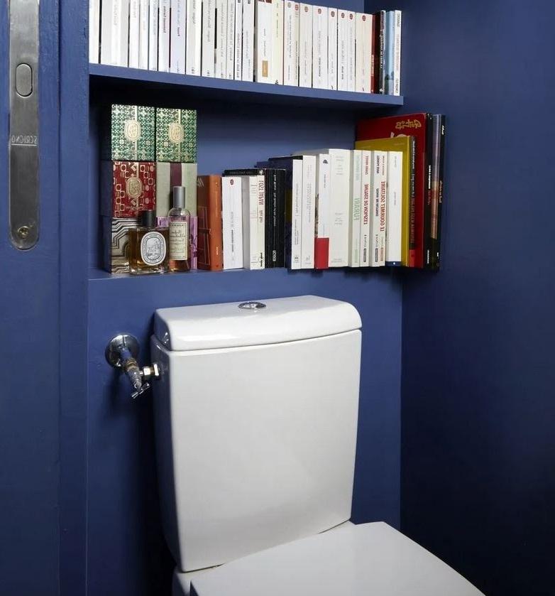 Une Bibliothèque Dans Ses Toilettes
