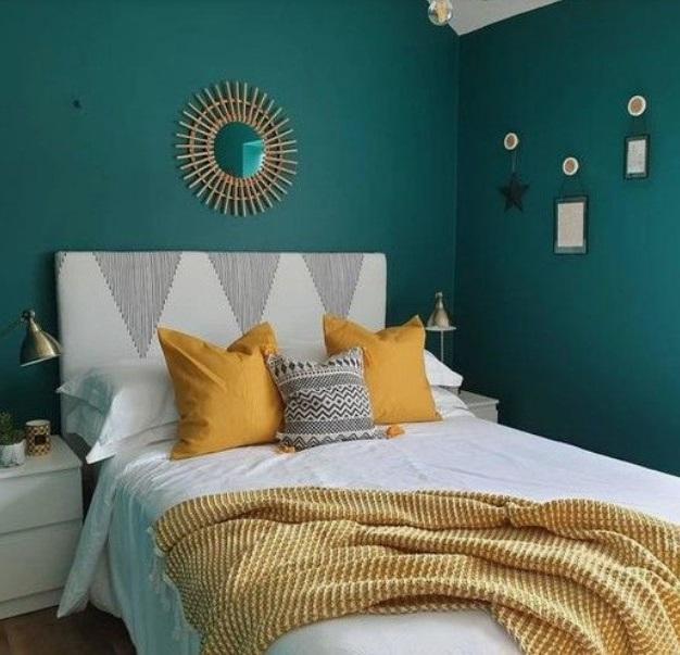 Chambre Bleu Canard Avec Un Plaid Ormhassel