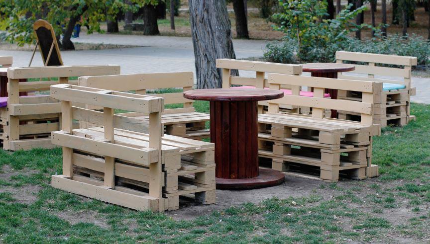Salon De Jardin Tout Simple Et Table Touret
