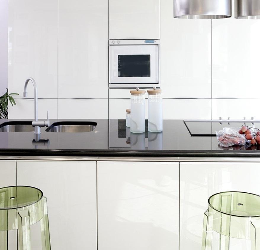 cuisine Blanche Avec Plan De Travail Noir Glossy