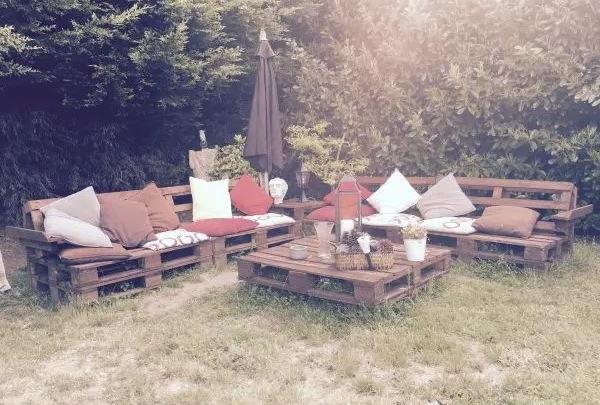 Salon De Jardin Dans Le Plus Pur Style Rustique