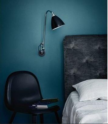 Chambre Bleue Roi Et Accessoires Noirs Cuir –