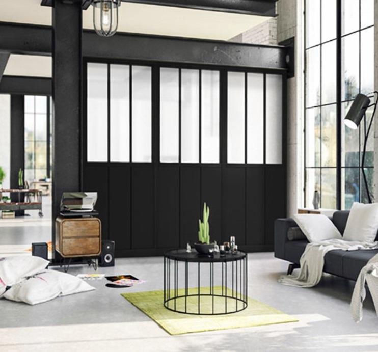 Salon Industriel Moderne Avec Une Verrière