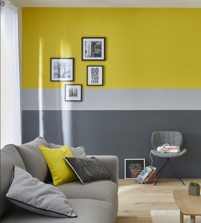 Salon Avec Mur Jaune –